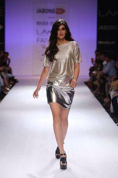 Krithi sanon in lakme fashion show