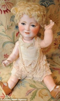 queen Elizabeth doll from 1920s #dolls