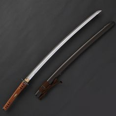 The uniqueness of the Toppei Koshirae is the big metal ornament attached on the Saya end, called O-Jiri Katana Swords, Samurai Swords, New Fantasy, Fantasy Armor, Sword Reference, Martial Arts Equipment, Saints Vs, Ninja Weapons, Future Weapons