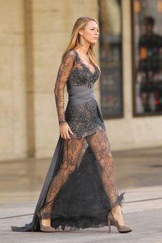 Blake Lively as Serena Van Der Woodsen in Gossip Girl Gossip Girl Outfits, Gossip Girl Fashion, Gossip Girl Gowns, Fashion Mode, Look Fashion, Dress Fashion, Fashion Tips, Moda Gossip Girl, Gossip Girl Serena