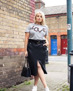 Summer full skirts: 9 models that help hide the extra pounds Plus Size Chic, Looks Plus Size, Moda Plus Size, Over 50 Womens Fashion, Curvy Girl Fashion, Plus Size Fashion, Curvy Outfits, Plus Size Outfits, Skirt Fashion