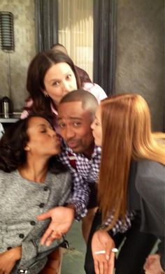 Kerry Washington, Katie Lowes, Columbus Short, and Darby Stanchfield