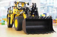 Mit unserem Frontlader von LEGO Technic könnt ihr richtig aufräumen.
