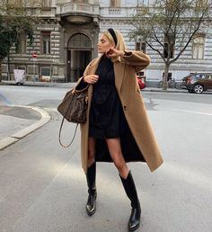13 Brilliant Autumn Winter Outfits Ideas On A Budget, autumn winter outfits work, autumn winter outfits autumn winter outfits men, autumn winter outfits casual,. Chic Fall Fashion, Look Fashion, Autumn Winter Fashion, Fashion Trends, Fashion Ideas, Fashion Clothes, Street Fashion, Fashion Women, High Fashion Outfits