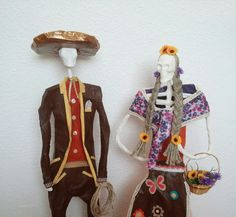 Catrina hecha a mano desde España, medidas,colores y temática completamente personalizables. Catrinabermeja@gmail.com