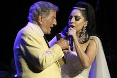 Tony Bennett and Lady Gaga jazzing it up in Montreal [Getty] Celebrity Look, Celebrity Gossip, Las Vegas Concerts, Lady Gaga Artpop, Fashion News, Latest Fashion, Voice Singer, Great American Songbook, Mother Images