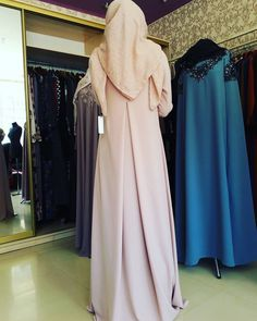 No photo description available. Modest Outfits Muslim, Muslim Wedding Dresses, Pakistani Dresses, Hijab Dress, Hijab Outfit, Abaya Fashion, Fashion Dresses, Moslem Fashion, Modele Hijab