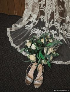 Wedding shoes ideas - low heel, silver, rhinestones, glitter, sandals, summer, casual {Nomadicfitlust}