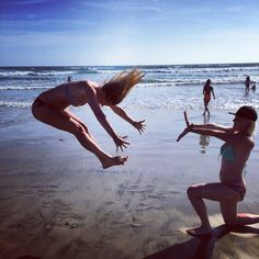 Cool beach pictures- funny pictures to take with your best friend on the beach!