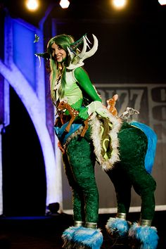 """Blizz Con 2011... how incredibly fun would this be!? To find more photos search...""""the Costumes of Blizz Con 2011"""" ...there are many more to go and they are all quite amazing!""""  Carol"""
