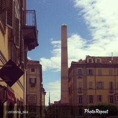 #Torino raccontata dai cittadini per #inTO. Foto di cristina_ska #obelisco #mole #quadrilatero Obelisco e Mole parallelamente allineati.