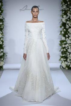 Pin for Later: Best Of: Les Plus Belles Robes de Mariée de la Bridal Fashion Week 2015 Dennis Basso pour Kleinfeld Bridal Automne 2015