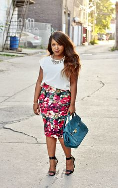 floral skirt spring outfit 3 - 41 spring outfits with floral skirts Curvy Girl Fashion, Petite Fashion, Modest Fashion, Look Fashion, Plus Size Fashion, Fashion Outfits, Womens Fashion, Fashion Tips, Fashion Bloggers