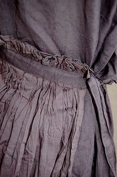 ((ewa i walla - dress detail)) Looking intently at this...I think this is lining and how amazing is this?? I am loving the carefully folded layers, the different fabric used, the strong and yet subtle heathered deep grey-mauve shade. This is very sophisiticated stuff. This would be a strong skirt or swirly dress.....