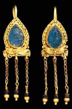 Roman Gold & Glass Earrings -- Circa Century CE -- Via Christie's. Roman Jewelry, Old Jewelry, Jewelry Art, Antique Jewelry, Vintage Jewelry, Jewelry Design, Greek Jewelry, Renaissance Jewelry, Medieval Jewelry