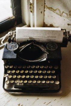 umla: (via ama velhas máquinas de escrever | coisas especiais que eu gosto | Pinterest)
