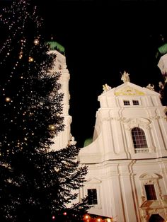 St. Stephan's Cathedral in Passau via @EuroTravelogue / Jeff Titelius / Jeff Titelius
