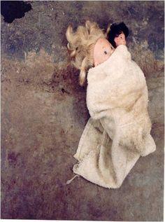 El desplazamiento forzado da lugar, por una parte, a múltiples rupturas en los niños y niñas; por otra, origina mecanismos de reacomodamiento, tanto de los menores como de sus familias que se vieron en la obligación de desplazarse.