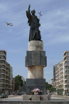 Estátua de Santo António, no cruzamento da Av. Roma com a Av. da Igreja, em Alvalade - Lisboa
