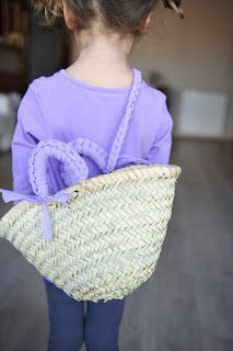 Cesto para niña decorado con trapillo ( T- shirt yarn)Pedidos.  sandunguera@ono.com