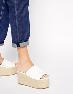 Discover block heeled sandals at ASOS. From ankle strap, t strap and high heel sandals to kitten heel sandals. Find your next pair of shoes at ASOS today. Platform Flip Flops, Flip Flop Shoes, Platform Shoes, Cute Flats, Lace Up Flats, Wedge Shoes, Shoes Heels, Girls Flats, Funky Fashion
