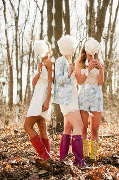 EN ABRIL, AGUAS MIL  Combinación imperfecta de lluvia y boda, con nubes de algodón, botas de agua y guirnaldas de gotas de lluvia como protagonistas en http://www.unabodaoriginal.es/blog