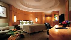 Makati Shangri-La Manila: The spacious guestrooms, like this Deluxe Room, are designed for stress-free stays.