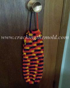 Free Crochet Pattern for Plastic Bag Holder! #FreeCrochetPattern #free #crochet #pattern #DIY #DoItYourself #PlasticBagHolder #yarn