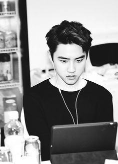 When Kyungsoo reads some fanfics Exo Memes, Kyungsoo, Exo Album, Kim Minseok, Chansoo, Exo Korean, Meme Center, Exo Do, Do Kyung Soo