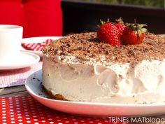» Bløtkake med mokkakrem og jordbær Frisk, Let Them Eat Cake, Tiramisu, Cheesecake, Pudding, Baking, Ethnic Recipes, Desserts, Food