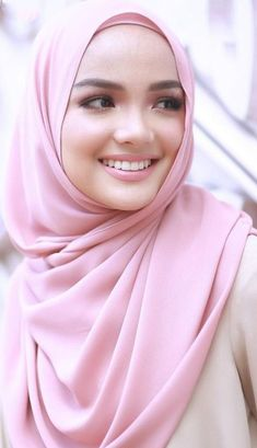 Beautiful Muslim Women, Beautiful Girl Image, Beautiful Hijab, Beautiful Outfits, Hijab Fashion, Fashion Beauty, Moslem, Simple Hijab, Muslim Beauty