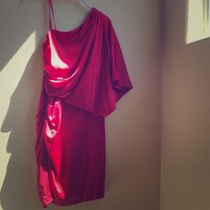 The Perfect Red Satin Cocktail Dress 🎉 Caché one-shoulder red silk cocktail dress with side rouching and hidden zipper. Worn to one Christmas party, size 6 Cache Dresses