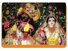 Kunjbihari Aarti by Rahul Kaushal Astrologer  ---------------------------------------------------- !! आरती कुंजबिहारी की, श्री गिरिधर कृष्णमुरारी की !! !! गले में बैजंती माला, बजावै मुरली मधुर बाला !! !! श्रवण में कुण्डल झलकाला, नंद के आनंद नंदलाला !! !! गगन सम अंग कांति काली, राधिका चमक रही आली !! http://www.pandit.com/kunjbihari-aarti/