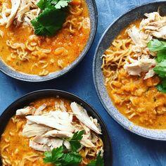 One pot thaisuppe med kylling og nudler – kun 6 ingredienser - Nelly Healthy Dinner Recipes, Soup Recipes, Rice Recipes, Easy Cooking, Cooking Recipes, Pot Pasta, Food Crush, Dinner Is Served, One Pot
