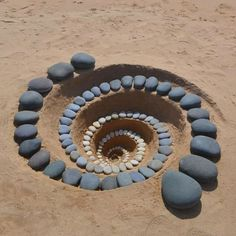 Jon Foreman discovered land art while in college and immediately fell in love with it. He felt that the natural world had more in it to be explored, particularly where he lives, Pembrokeshire, Wales. Land Art, Art Pierre, Rock Sculpture, Stone Sculptures, Ribbon Sculpture, Metal Sculptures, Abstract Sculpture, Bronze Sculpture, Environmental Art