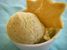 eggnog ice cream & vanilla bean cookies