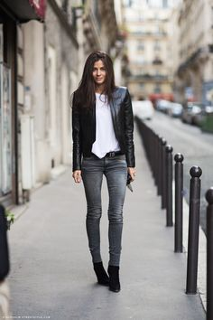 Cool-girl style inspiration: Barbara Martelo in a basic white tee, skinny grey jeans & leather jacket #StreetStyle