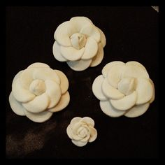 sneak peek... chanel flower in the making for this weekend's cupcake order... :-) #chanel #chanelflower #camellia #cupcakechicas #fondant #fondantart by aisahrasol, via Flickr