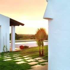 MNK Villas te ofrece un maravilloso abanico de casas y villas de lujo para alquilar en Menorca http://www.mnkvillas.com/  #alquiler #casaslujo #menorca