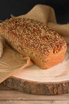 Cómo hacer pan en casa, receta de pan de molde integral con semillas.