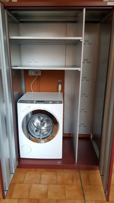 Armadio-per-lavatrice Stacked Washer Dryer, Washer And Dryer, Washing Machine, Laundry, Home Appliances, Kitchen Cabinets, Laundry Rooms, Houses, Laundry Room