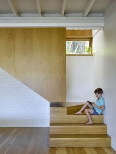 Geometric forms add a modern touch to the home. Tagged: Staircase and Wood Tread. Photo 8 of 12 in An Architect Opens a Queenslander to the Great Outdoors. Browse inspirational photos of modern staircases. Studios Architecture, Interior Architecture, Concrete Architecture, Timber Sliding Doors, Polished Concrete Flooring, Loft, Modern Staircase, House Staircase, Queenslander