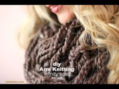 Arm knitting an infinity scarf