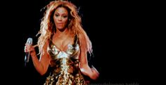 Beyonce delivers pizza and she had the nerve to eat a slice!