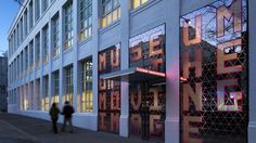 Completed in 2011 in Astoria, United States. Images by Peter Aaron/Esto. Courtesy of Museum of the Moving Image. The Museum of the Moving Image opened its doors this past weekend sharing with the public its expansion and addition of a theater, Voyage New York, New York Museums, Free Museums, Environmental Design, Environmental Graphics, Signage Design, Booth Design, Free Things To Do, New York Travel
