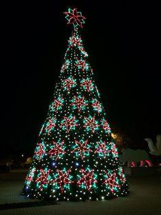 12 Days Of Memphis Christmas: Zoo Lights // Ten Feet Off Beale  Http://www.tenfeetoffbeale.com | Henryu0027s Club | Pinterest | Zoo Lights And  Memphis