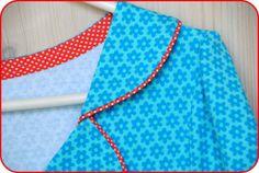 Som lovet kommer her en gennemgang af hvordan jeg laver en af mine kjoler. Denne model er med en krave lavet af 4 dele og halvt bælte. Nogle... Sewing Hacks, Sewing Tutorials, Sewing Projects, 60s Style Clothing, Clothing Patterns, Sewing Patterns, Couture Details, Estilo Retro, Baby Kind