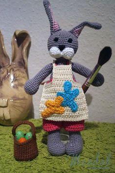 Heute läute ich mit dir die Osterzeit ein. Ich häkel mit dir einen Osterhasen.