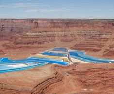 These Beautiful Ponds in the Utah Desert Are Not Photoshopped Located in Moab, Utah, these stunning deep blue body of waters are potash evaporation ponds. Although they are an artificial creation, the. Moab Desert, Rio, Utah Vacation, Family Vacations, Vacation Ideas, Colorado River, Electric Blue, Landscape Photos, Places To See