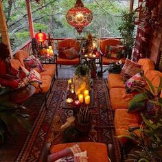 Imagine relaxing on this porch enjoy a cool bevera Bohemian House Decor bevera Bohème Cool ENJOY Imagine porch relaxing Bohemian House, Boho Home, Bohemian Style, Boho Chic, Boho Hippie, Bohemian Patio, Hippie Style, Bohemian Theme, Modern Hippie